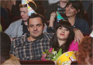 "Standbild aus Staffel 3 der Serie ""New Girl"""